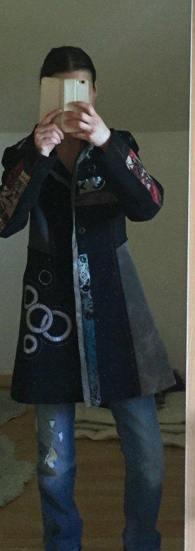 Mantel schwarz *ausgegallen*