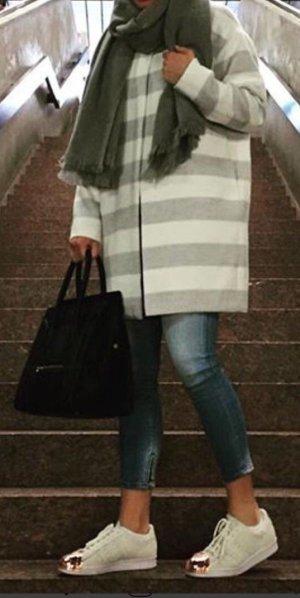 Mantel von Cartoon grau/weiß