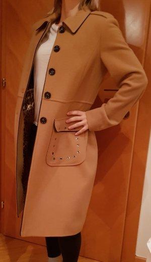 Mantel von Jones