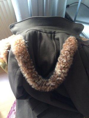 Mantel von Massimo Dutti mit Fellkragen und Lederapplikationen