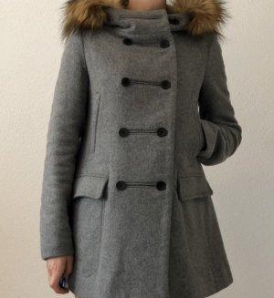 Mantel von Zara mit Kunstfell Details in der Große 34