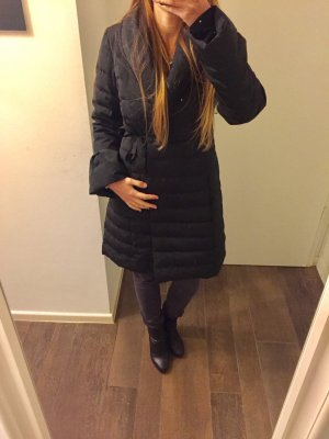 Mantel Wintermantel schwarz tailliert lang mit Kragen zum Knöpfen und Schnüren