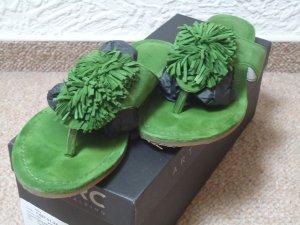 MARC apfelgrüne Leder Flip Flops 38