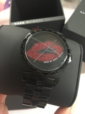 Marc by Marc Jacobs Uhr schwarz Lippen rot