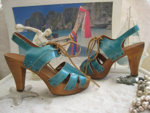 Marc Cain High-Heeled Sandals light brown-petrol leather