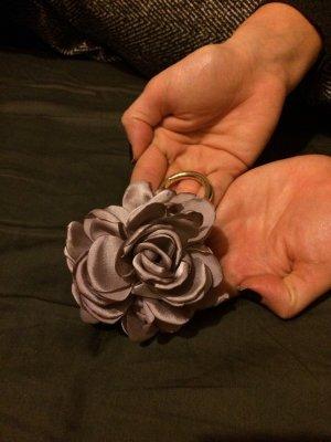 Marc Cain Floraler Schlüsselanhänger mit Seideneffekt