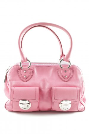 Marc Jacobs Bolso barrel rosa look casual
