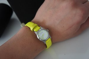 Marc Jacobs Uhr Damen neon Gelb + Ohrringe