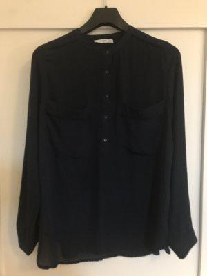 Marineblaue Bluse mit Taschen und Paspeln