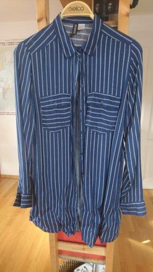 marineblaue Bluse mit weißen Längsstreifen