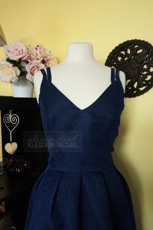 Marineblaues Kleid mit Riemchen