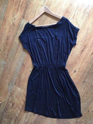 Marineblaues Kleid von Mint & Berry