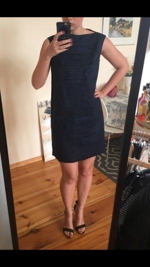 Marineblaues Leinenkleid von COS mit schwarzen Stickereien, 36