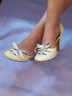 Lace-up Pumps cream-pale yellow leather