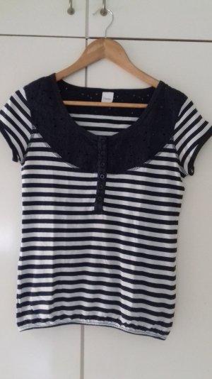 Maritimes Shirt mit romantischer Lochstickereirundpasse