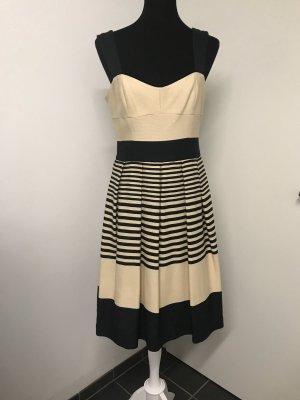 Maritimes Sommerkleid mit Streifen