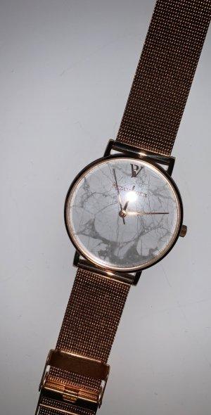 Reloj con pulsera metálica multicolor