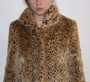 Marks & Spencer Kunstfelljacke mit Leoparden-Optik