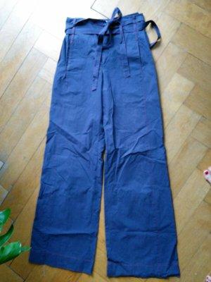 Marlenehose in blau mit hohem Bund und roten Nähten Gr. 40