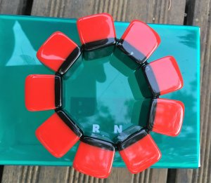 "* MARNI x  H& M  "" ARMBAND Kunststoff rot schwarz Gummizug"
