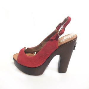 Chanel Sandalias de tacón rojo oscuro