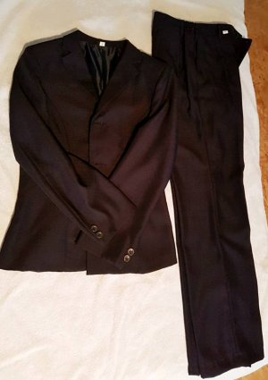 Massgeschnittene Anzug