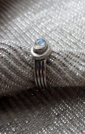 massiver Ring aus 925 Silber mit einem Mondstein Gr: 50