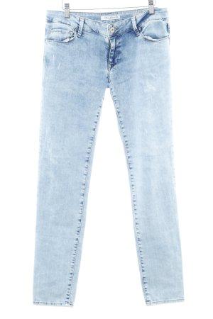 Mavi Jeans Co. Vaquero pitillo azul claro look casual