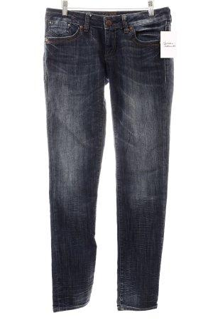 Mavi Röhrenjeans dunkelblau Street-Fashion-Look