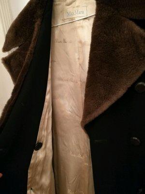 Max Mara: Dunkelblauer Wintermantel im Military-Style aus Pelz & reiner Wolle, S