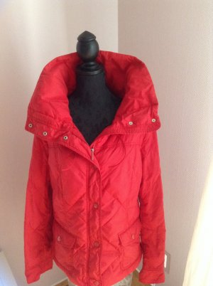 Max Mara Weekend Designer Daunen Jacke in einem tollen rot.