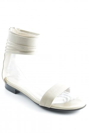 MaxMara Riemchen-Sandalen creme Street-Fashion-Look