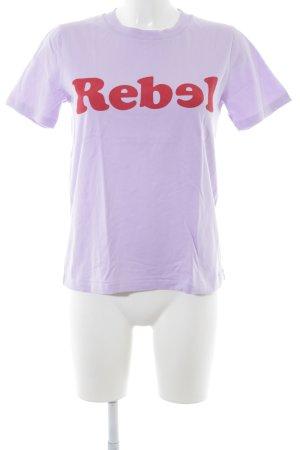 mbyM T-Shirt blasslila-dunkelrot Schriftzug gedruckt Boyfriend-Look