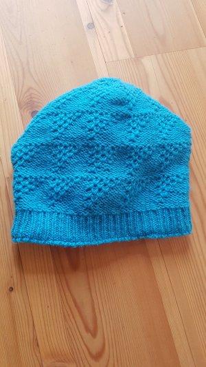 Sombrero de punto azul claro