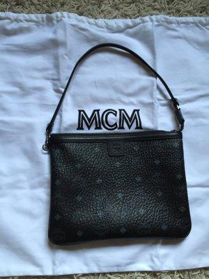 MCM Clutch mit Umhängeband