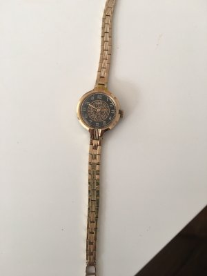 Watch With Metal Strap black-gold-colored