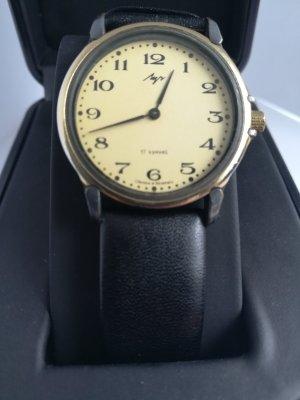 Orologio con cinturino di pelle nero