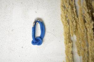meerblaue Häkelkette mit Ornamentverschluss - Häkchen aus Metall