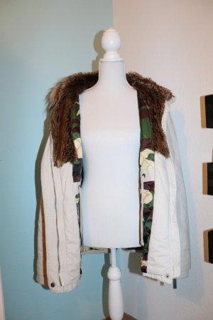 mega schöne winterjacke beige  Parka mit Fell und. Innen camouflage style