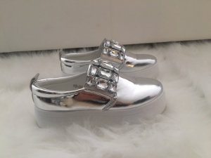 Mega trendige Slipper in chrome