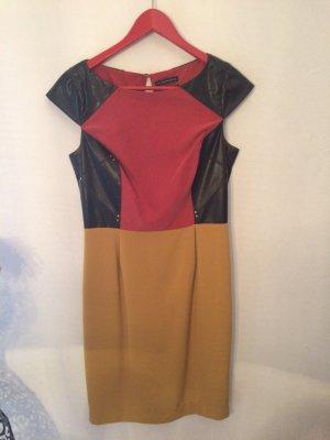 Mehrfarbiges Kleid mit Leder-Applikationen
