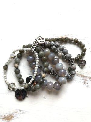 Mehrreihiges Armband aus Halbedelsteinen