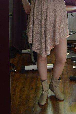 Meine super niedlichen Stiefelchen in creme Gr. 39