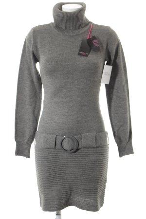 Melrose Vestido tejido gris look casual