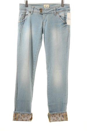 MET Slim Jeans hellblau Logo-Applikation aus Metall