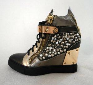 Metallic Wedge Sneaker mit Strass und Reißverschlüssen , ungetragen