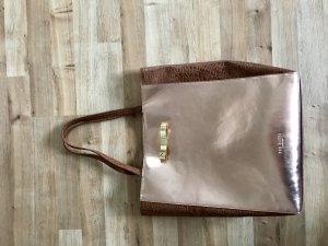 Metallicfarbene Tasche