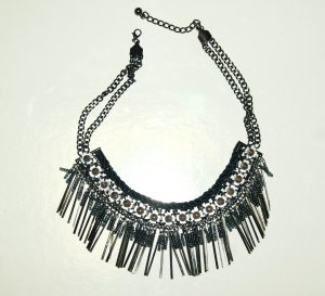 Necklace black-white metal