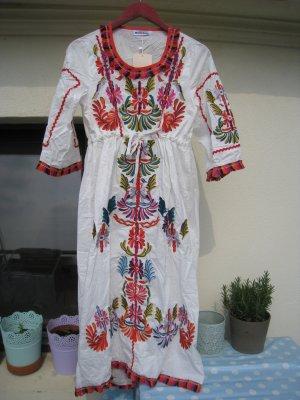 Mexikanisch florales weißes Sommerkleid