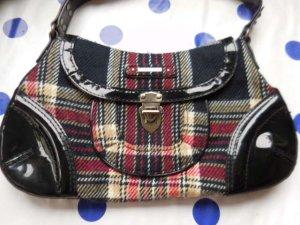 MEXX süsse kleine Tasche mit Tartan Muster und Lackbügel und Ecken sehr guter Zustand